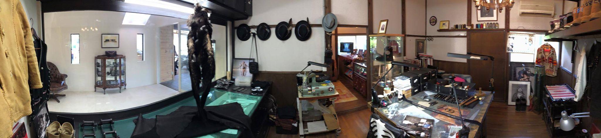 そして次の部屋へ入ると、SATANTAの心臓部である工房になる。 ここでインディアンカルチャーをSATANTAのフィルターに通す事で、新しい製品が生み出されてくる。