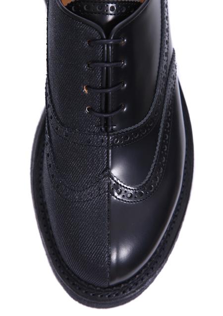 メダリオンが印象的な伝統あるウイングチップシューズ上品さをドレスダウンする事で、ドレスシューズを日常的な遊び靴の印象に。