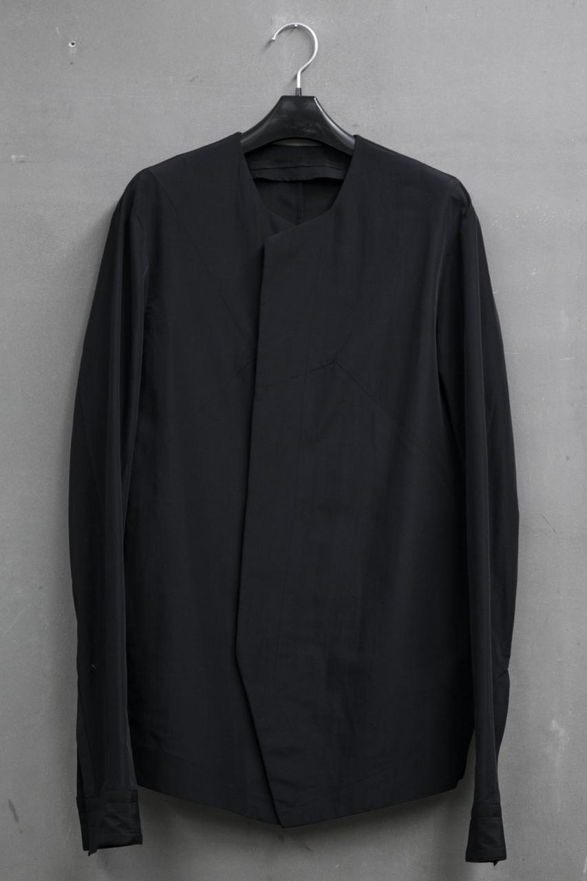 JULIUS SHIRT FOR MALE エンブレムシームシャツMaterial:CO/LI/NY CLOTH 品番:527SHM2 ¥32,000(税抜)
