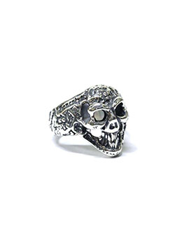 GRAFFITI SMALL GOOD LUCK SKULL RING