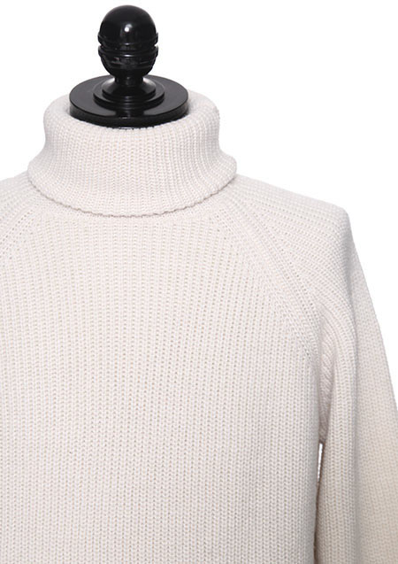 RIBBED TURTLENECK KNIT SWEATER